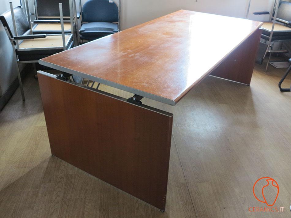 Ceramics grande tavolo da ufficio in legno usato for Ufficio usato