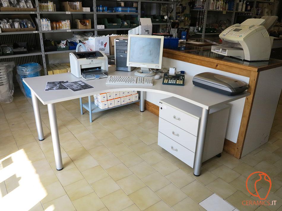 Ceramics postazione ufficio completa di apparecchiature for Ufficio usato