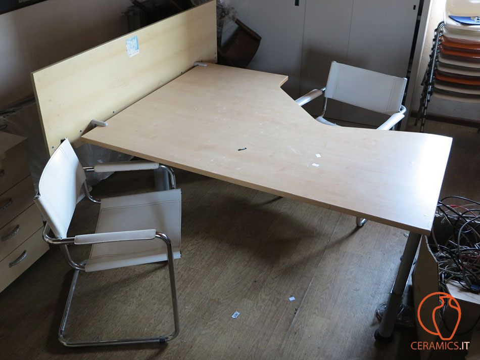 Scrivanie ufficio beautiful scrivania angolare ufficio in for Scrivanie ufficio on line