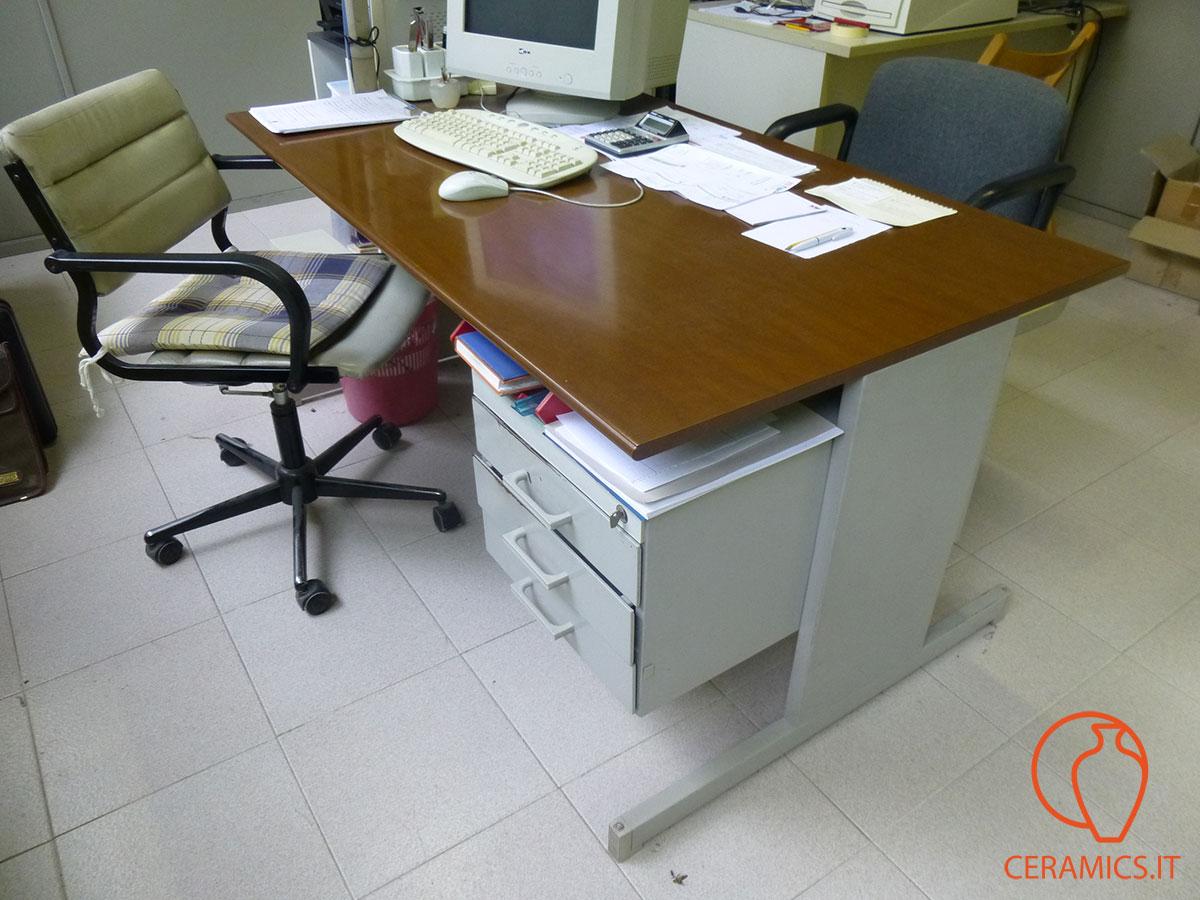Ceramics scrivania ufficio usata tinta legno for Ufficio usato