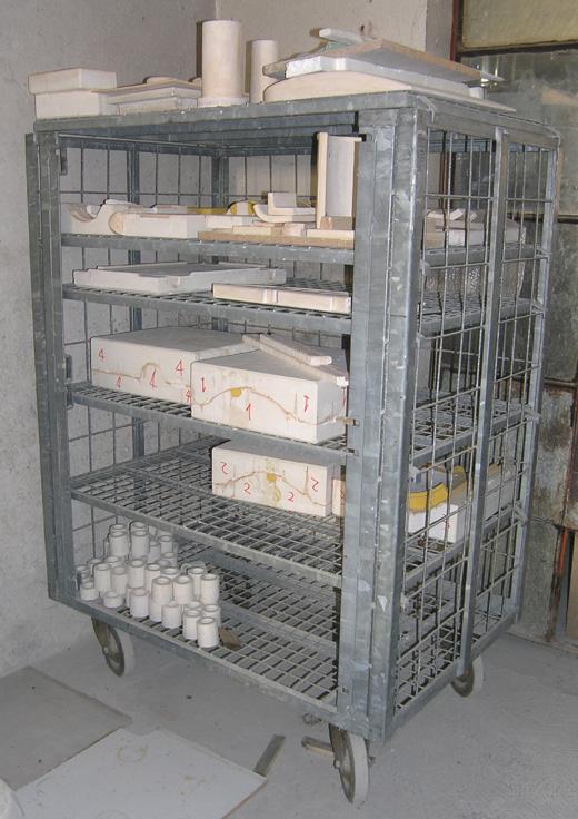 Ceramics   attrezzature usate per ceramisti: carrelli, scaffali ...
