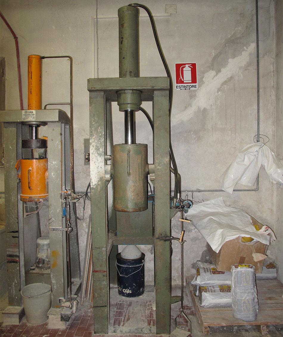Ceramics macchinari usati per stampaggio ceramica for Mini pressa idraulica